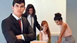 職場・既婚者の好き避け男性の特徴と対処法