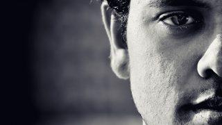 チラチラ見る・じっと見る・目をそらすなど視線に隠された男性心理